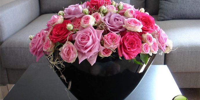 Wyszukany bukiet z czerwonymi kwiatami