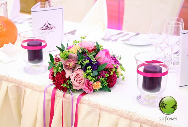 Bukiet i fioletowe świeczki