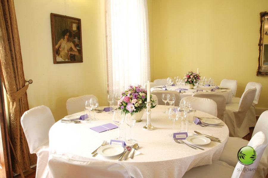 Fioletowe karteczki na stole