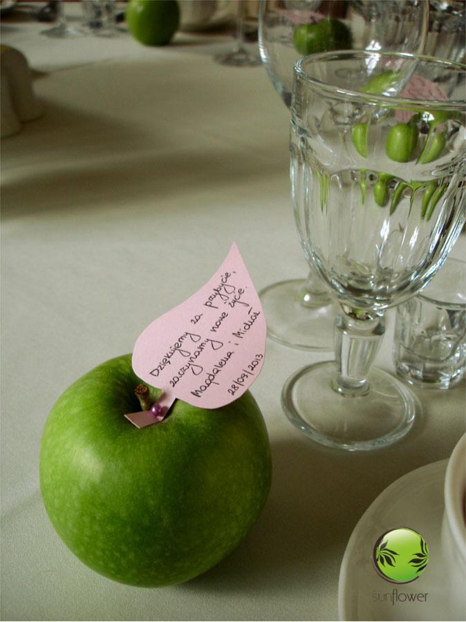 Karteczka z podziękowaniem na jabłku