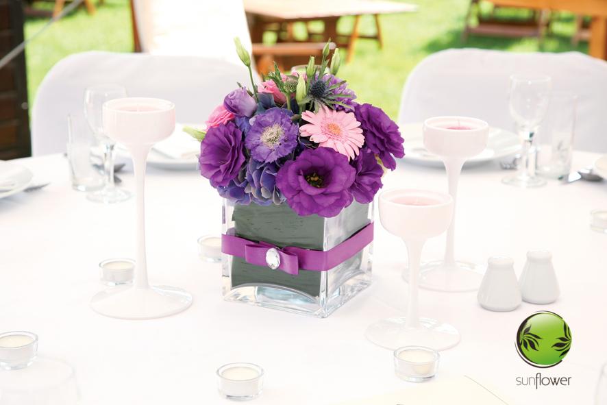 Ozdoba z fioletowych kwiatów
