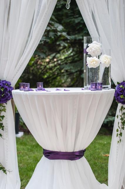 Biało-fioletowy stolik