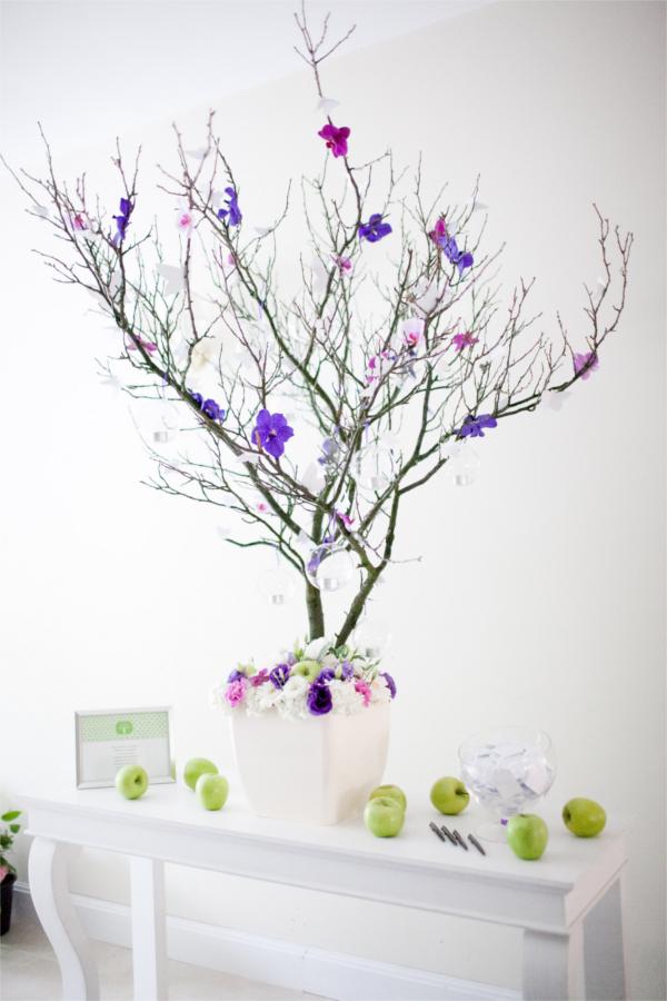 Ozdoba z gałęzi i kwiatów