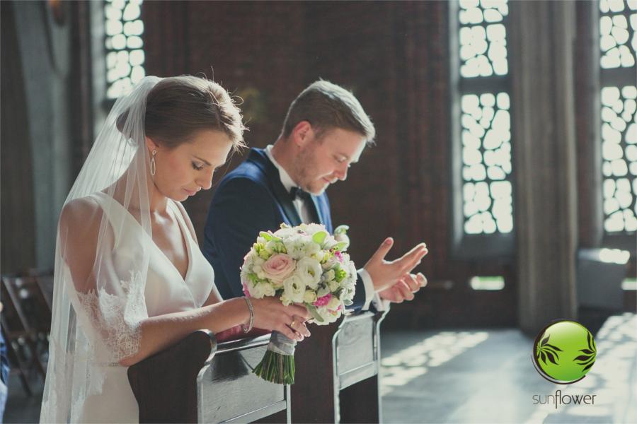 Para młoda w modlitwie