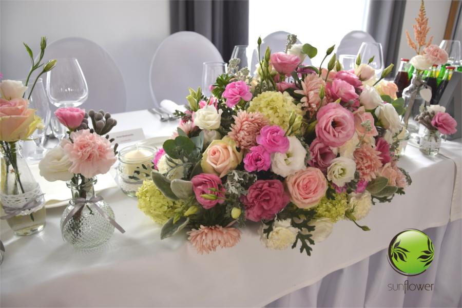 Różowa dekoracja kwiatowa