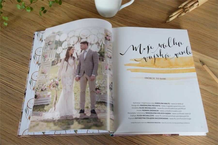 Strony książki o ślubie