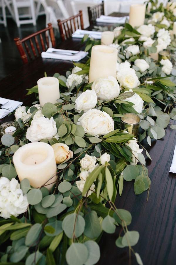 Bukiet z białymi świecami