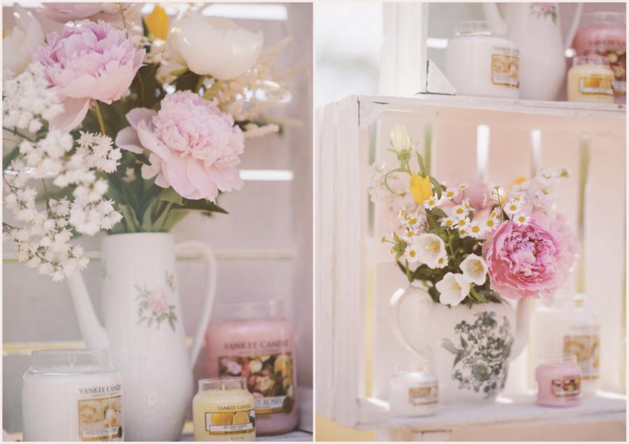 Kwiaty w ozdobnych dzbankach