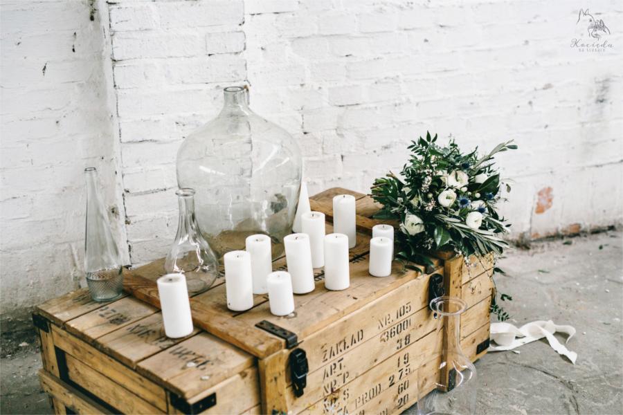 Dekoracyjna skrzynia ze świecami