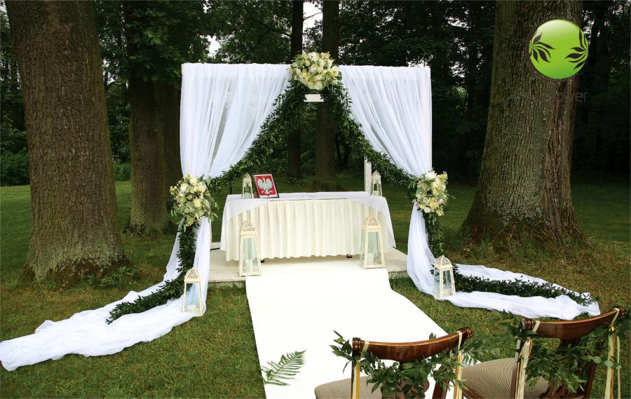 Przystrojona altana na ślub