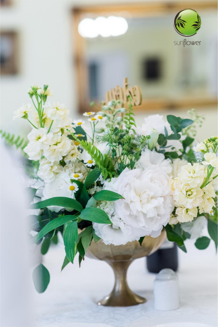 Mały biały bukiet na stół