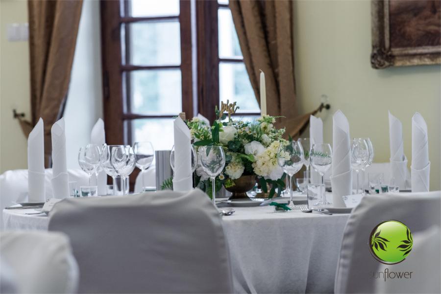 Przystrojony stół weselny