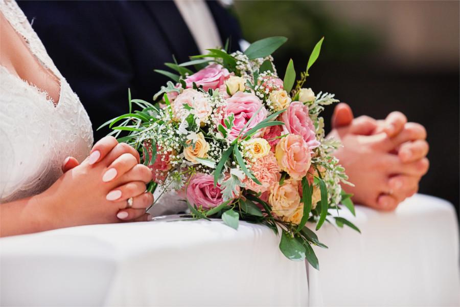 Bukiet na klęczniku na ślub