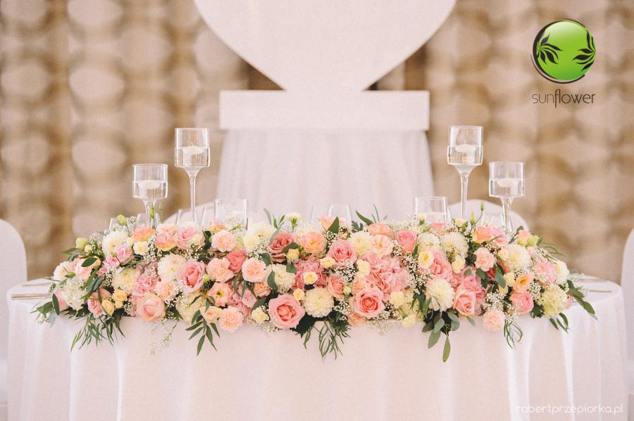 Duży różowy bukiet na stół