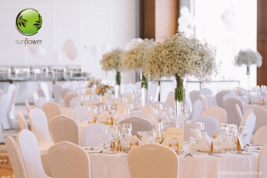 Wysoki bukiety na stół weselny