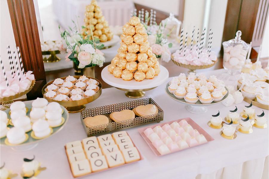 Słodkości na weselnym stole