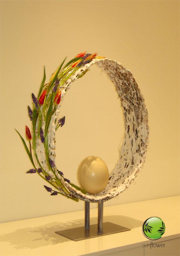 Okrągły stroik z jajkiem