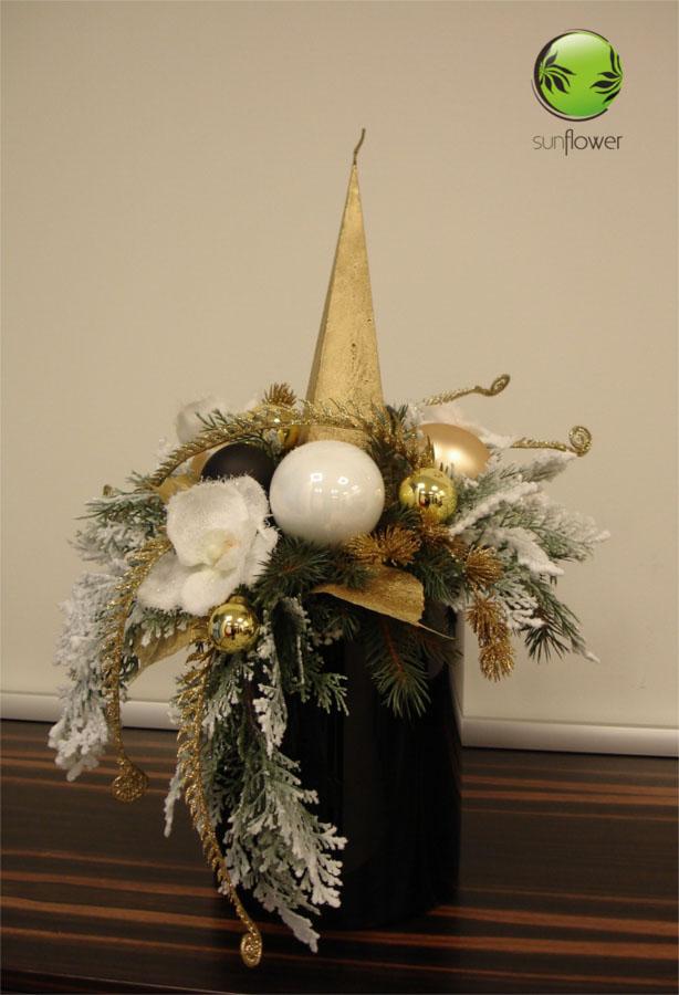Stroik świąteczny ze złotą świeczką