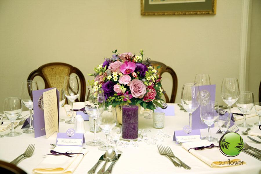 Fioletowe dekoracje na stół