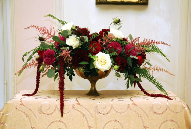 Bukiet z długimi czerwonymi kwiatami